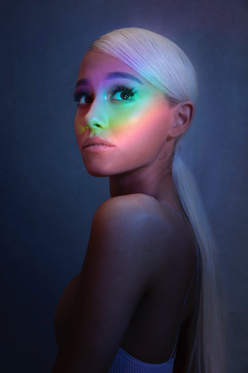 "TENDE ARIANA GRANDE SU SINGLE NOBO ""NO TEARS LEFT TO CRY"""